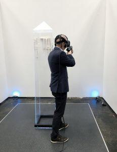Gründer Michael testet seine VR-Qualitäten