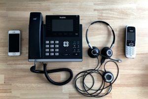 Verschiedene Telefone zur individuellen Ansprache